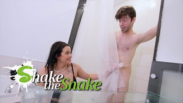 Shake The Snake - Landlord Milf Fucks Young Cock for Rent Xnxx shakethesnake