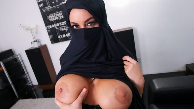 Busty Muslim MILF Cheats On Husband With White Guy, POV Xnxx blowjob